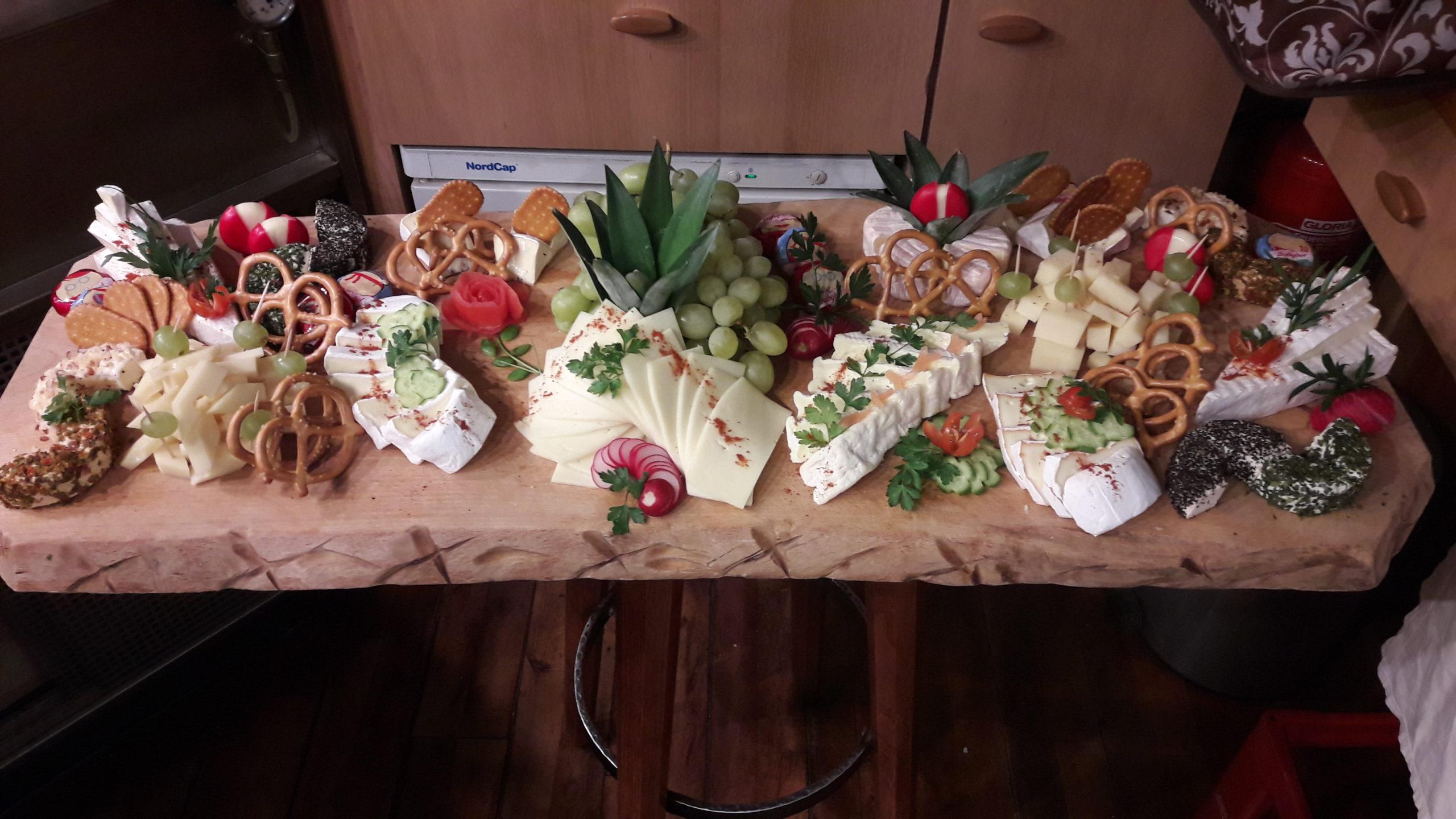 Zum Burghof Partyservice Kaeseplatte